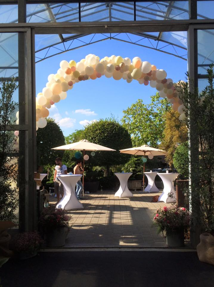 balloon-arch-wedding.jpg